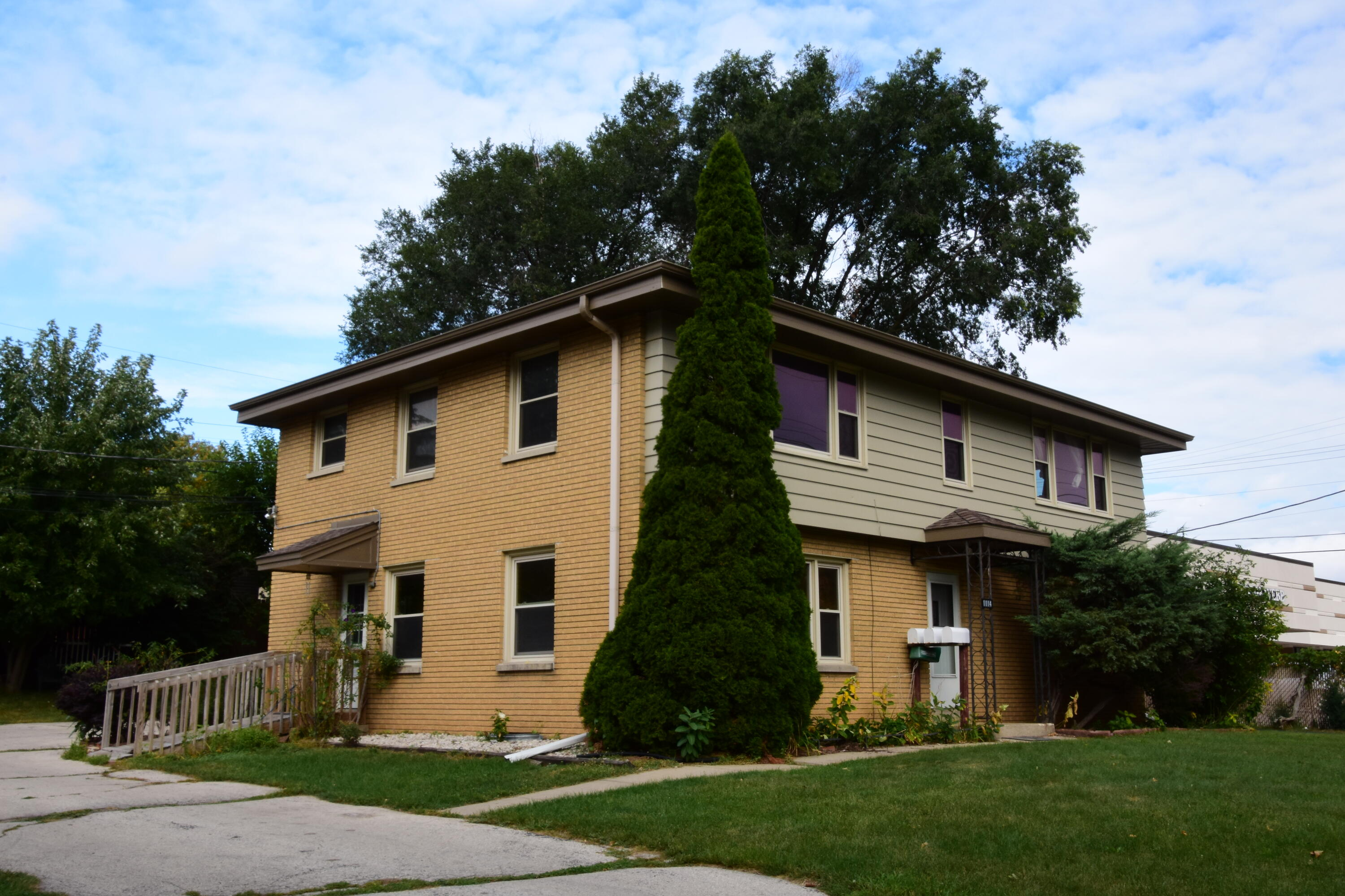 1114 Delafield St, Waukesha, Wisconsin 53188, ,Multi-Family Investment,For Sale,Delafield St,1764434