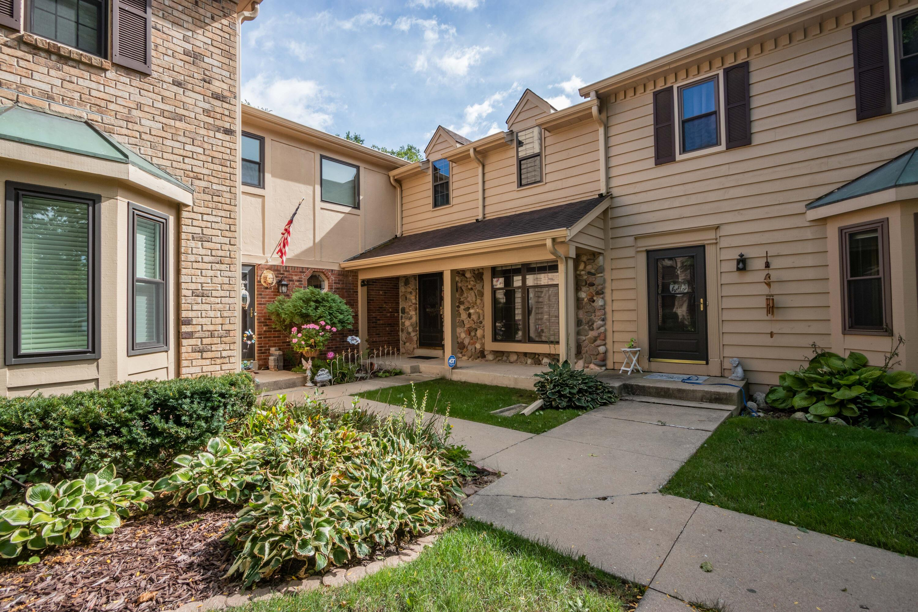 384 Willow Grove Dr, Pewaukee, Wisconsin 53072, 2 Bedrooms Bedrooms, 6 Rooms Rooms,1 BathroomBathrooms,Condominiums,For Sale,Willow Grove Dr,1,1764837