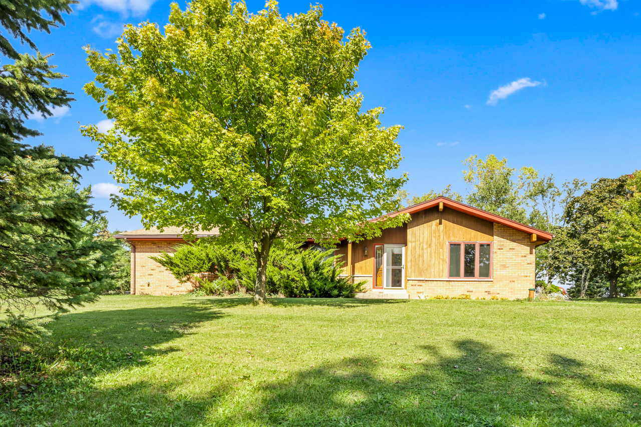 1329 Parry Ln, Delafield, Wisconsin 53029, 3 Bedrooms Bedrooms, 7 Rooms Rooms,1 BathroomBathrooms,Single-Family,For Sale,Parry Ln,1765346
