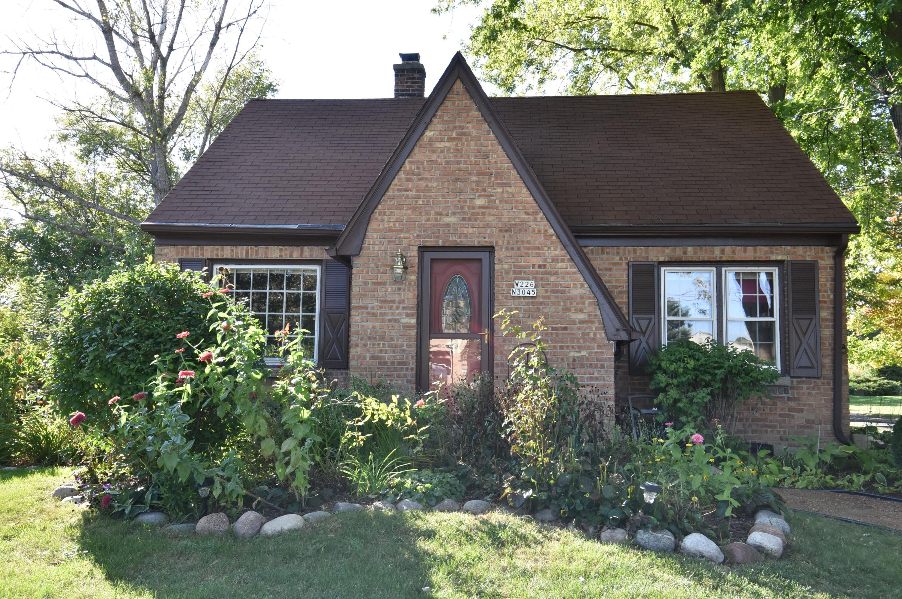 W226N3045 Duplainville Rd, Pewaukee, Wisconsin 53186, 3 Bedrooms Bedrooms, 6 Rooms Rooms,1 BathroomBathrooms,Single-Family,For Sale,Duplainville Rd,1765634