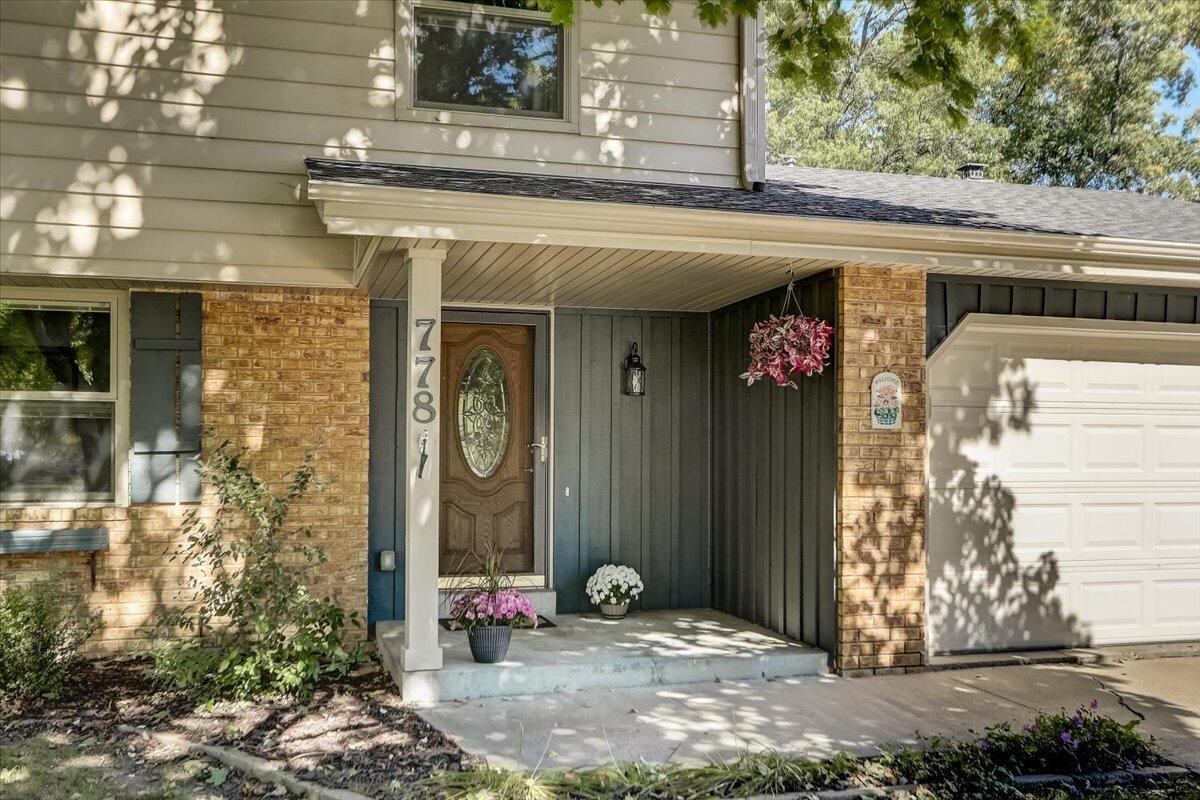 778 Buckingham Way, Hartland, Wisconsin 53029, 3 Bedrooms Bedrooms, ,1 BathroomBathrooms,Single-Family,For Sale,Buckingham Way,1765612