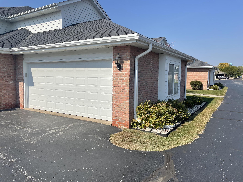 W241N2573 Parkway Meadow Cir, Pewaukee, Wisconsin 53072, 3 Bedrooms Bedrooms, ,2 BathroomsBathrooms,Condominiums,For Sale,Parkway Meadow Cir,2,1766100
