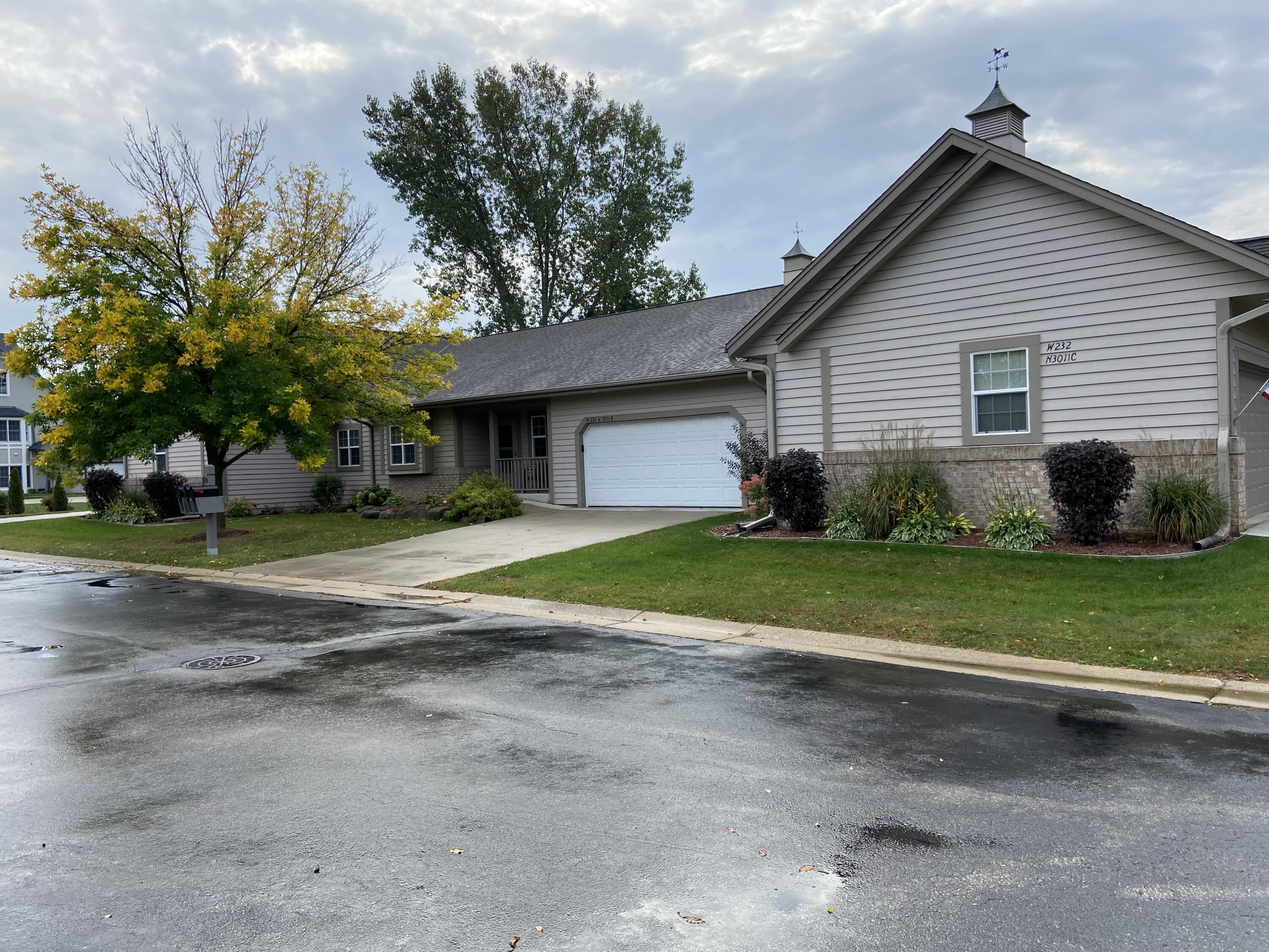 W232N3011 Emerald Ln, Pewaukee, Wisconsin 53072, 2 Bedrooms Bedrooms, 5 Rooms Rooms,2 BathroomsBathrooms,Condominiums,For Sale,Emerald Ln,1,1766151