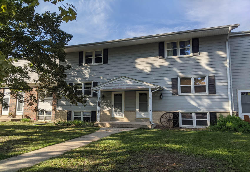 218 Wolf Dr, Dousman, Wisconsin 53118, 3 Bedrooms Bedrooms, 7 Rooms Rooms,1 BathroomBathrooms,Condominiums,For Sale,Wolf Dr,1,1766336