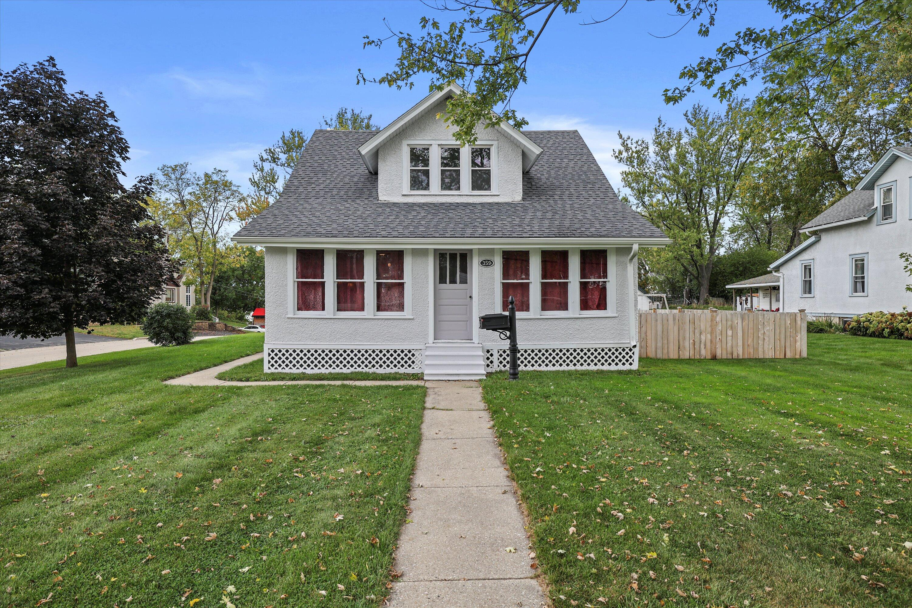 359 Prospect Ave, Pewaukee, Wisconsin 53072, 3 Bedrooms Bedrooms, 7 Rooms Rooms,1 BathroomBathrooms,Single-Family,For Sale,Prospect Ave,1766538
