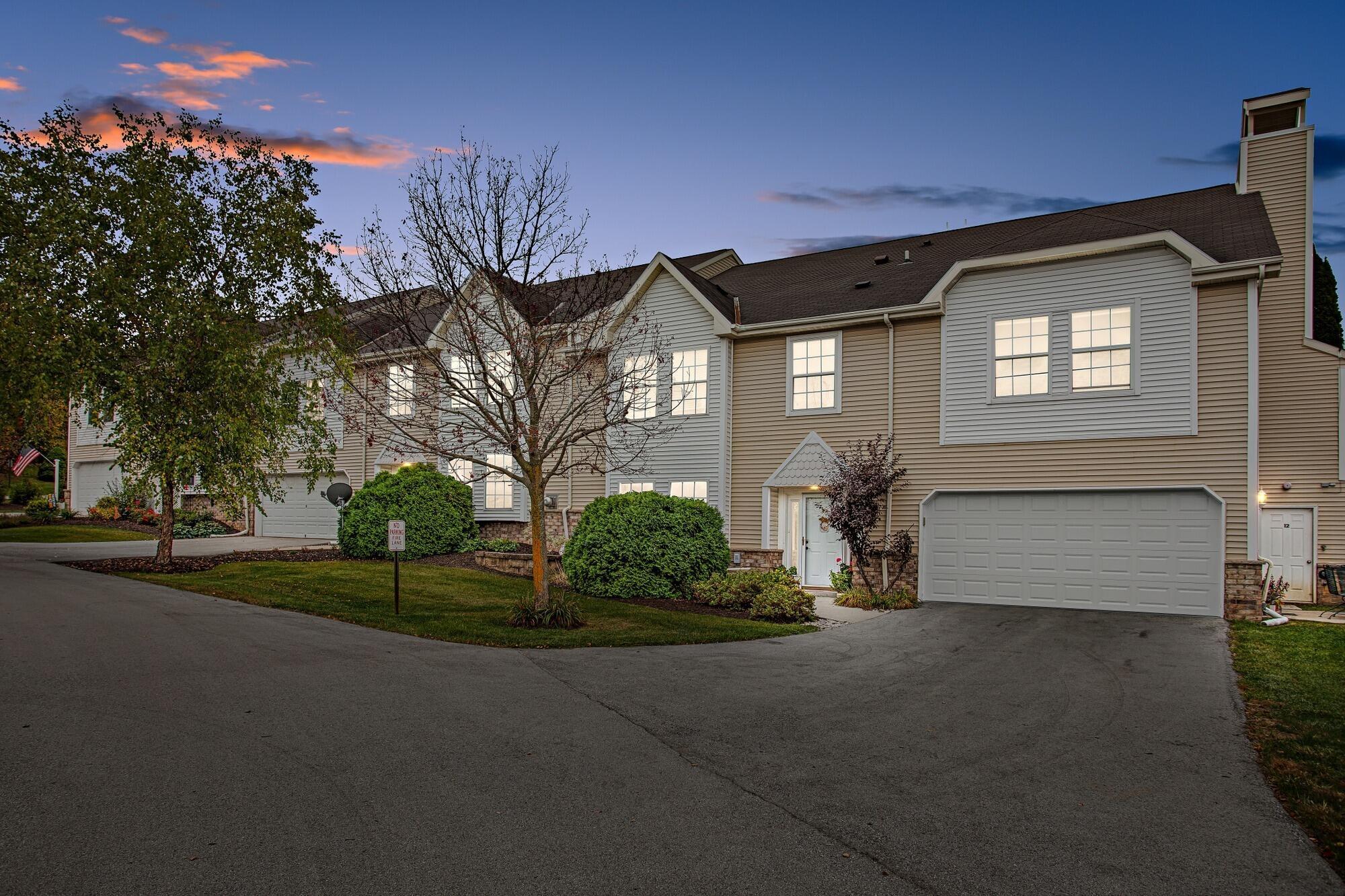 395 Lindsay Ln, Brookfield, Wisconsin 53045, 3 Bedrooms Bedrooms, 6 Rooms Rooms,2 BathroomsBathrooms,Condominiums,For Sale,Lindsay Ln,1,1766483