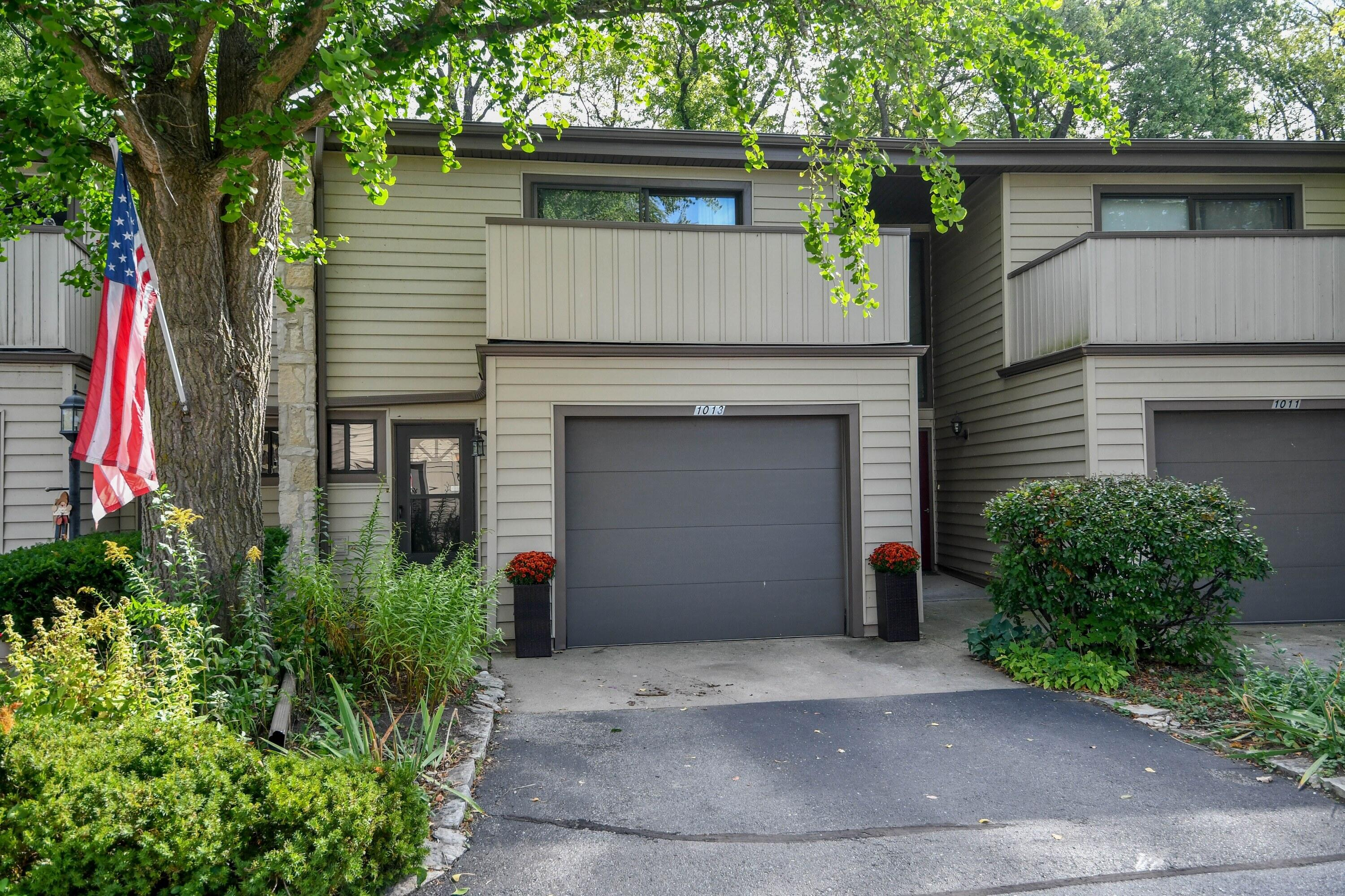 1013 Lake Country Ct, Oconomowoc, Wisconsin 53066, 3 Bedrooms Bedrooms, 7 Rooms Rooms,1 BathroomBathrooms,Condominiums,For Sale,Lake Country Ct,1,1766786