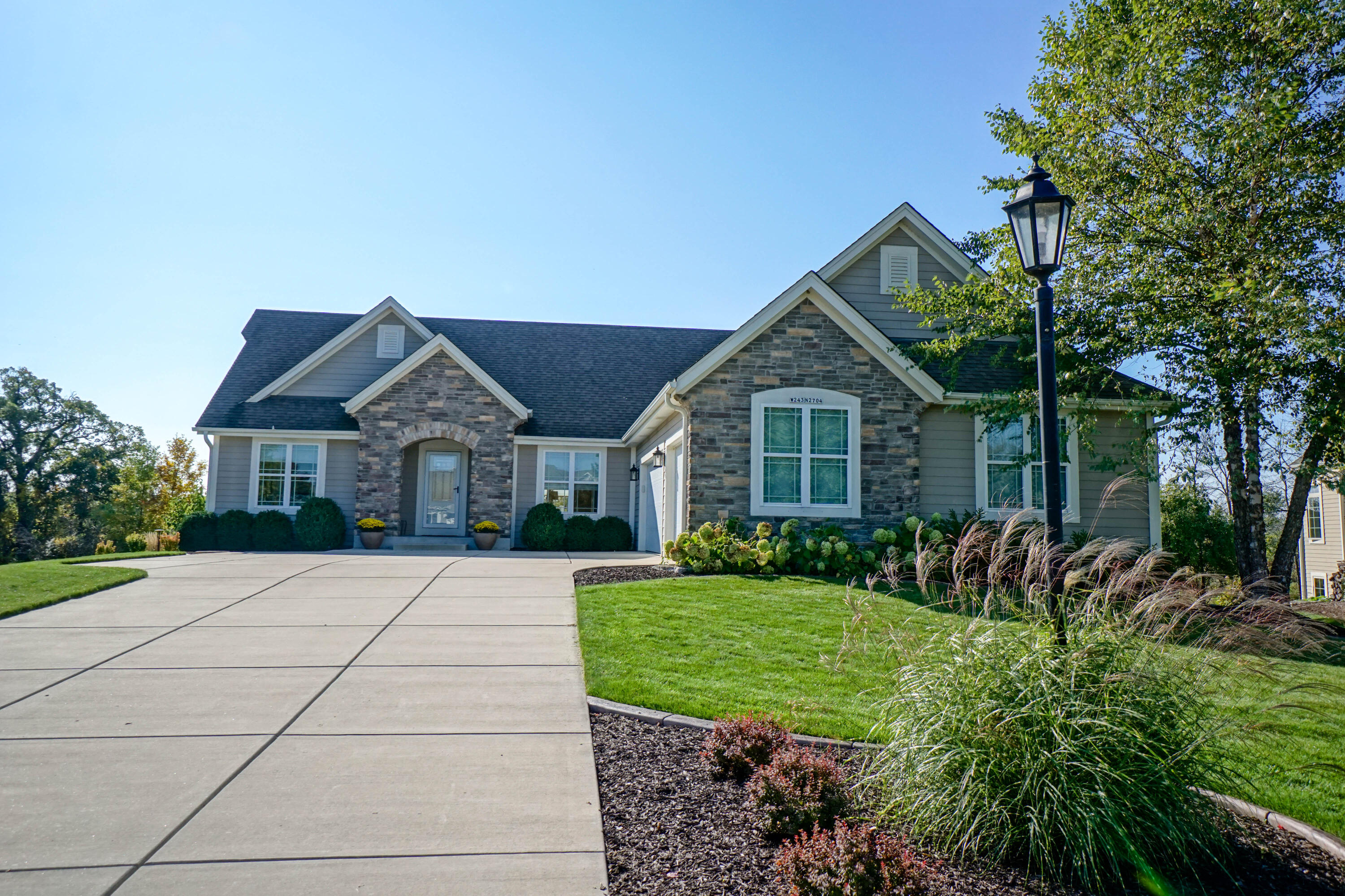 W243N2704 Creekside Ct, Pewaukee, Wisconsin 53072, 5 Bedrooms Bedrooms, 11 Rooms Rooms,3 BathroomsBathrooms,Single-Family,For Sale,Creekside Ct,1766990