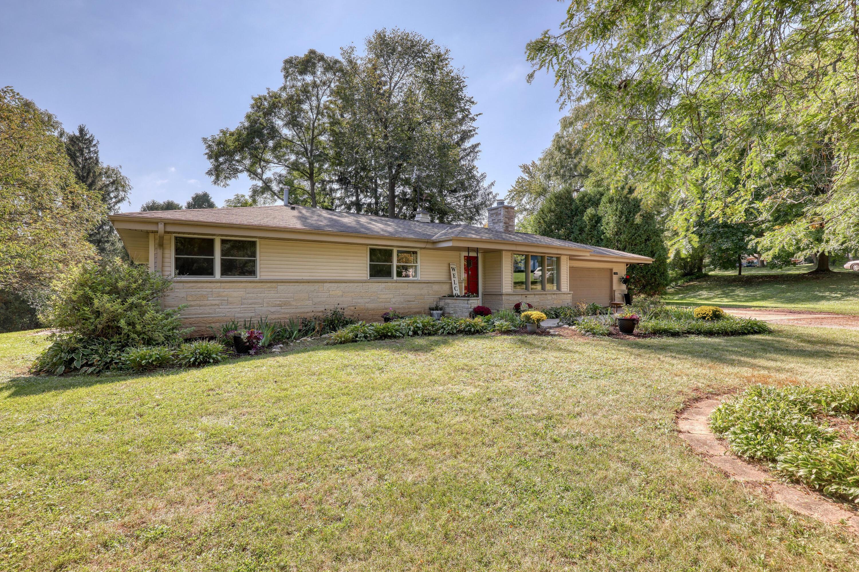 13515 Kenmar Ct, Brookfield, Wisconsin 53005, 3 Bedrooms Bedrooms, ,2 BathroomsBathrooms,Single-Family,For Sale,Kenmar Ct,1766939