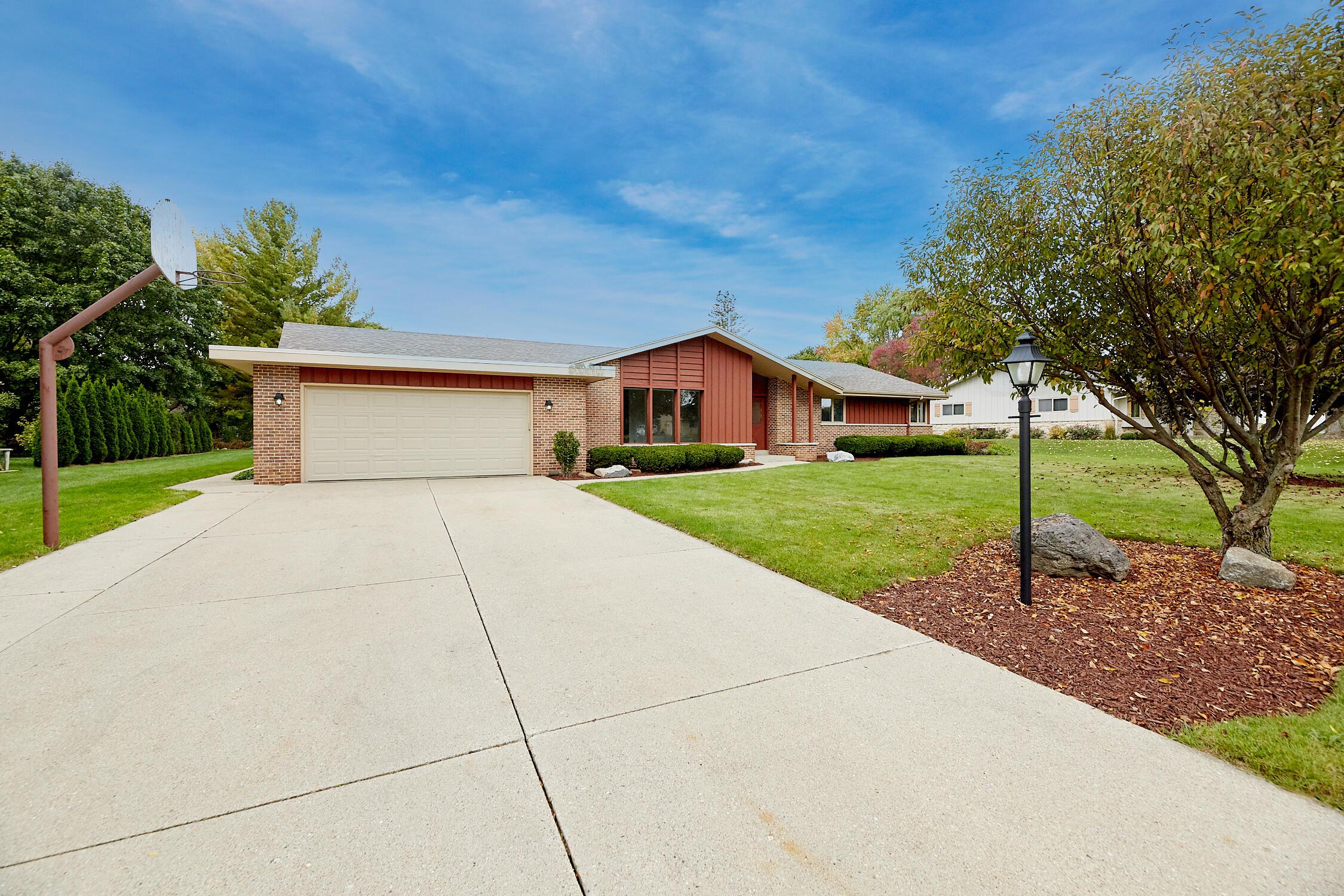 3715 Arroyo Rd, Brookfield, Wisconsin 53045, 3 Bedrooms Bedrooms, 9 Rooms Rooms,2 BathroomsBathrooms,Single-Family,For Sale,Arroyo Rd,1767000