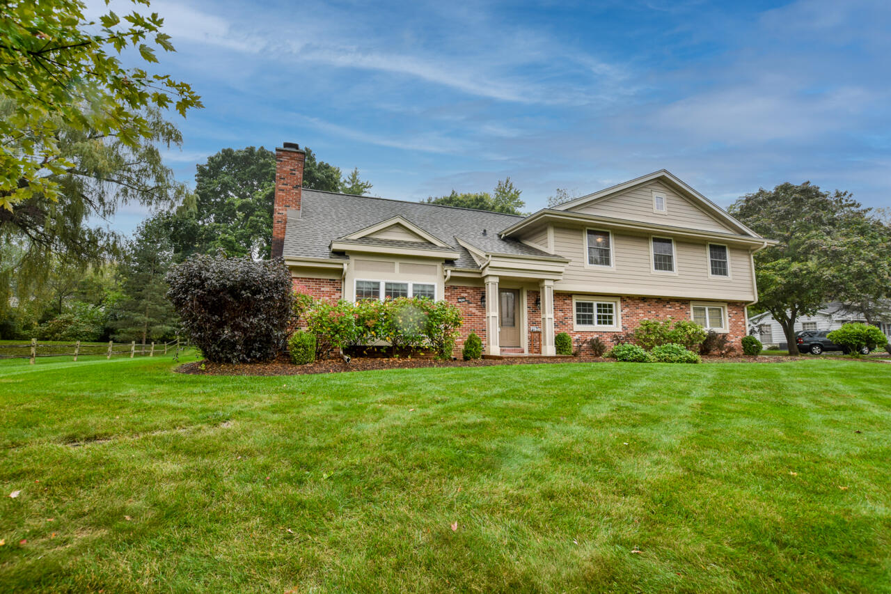 17825 Continental Dr, Brookfield, Wisconsin 53045, 4 Bedrooms Bedrooms, 10 Rooms Rooms,2 BathroomsBathrooms,Single-Family,For Sale,Continental Dr,1767078