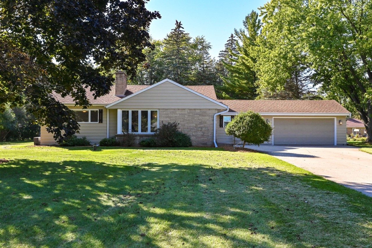 4565 158th St, Brookfield, Wisconsin 53005, 3 Bedrooms Bedrooms, 8 Rooms Rooms,2 BathroomsBathrooms,Single-Family,For Sale,158th St,1767051