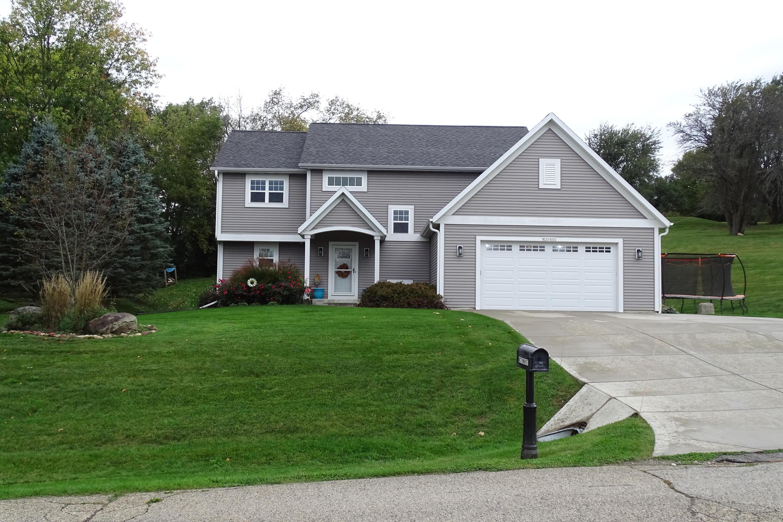 W279N997 Woodridge Ln, Pewaukee, Wisconsin 53188, 3 Bedrooms Bedrooms, 9 Rooms Rooms,2 BathroomsBathrooms,Single-Family,For Sale,Woodridge Ln,1767380