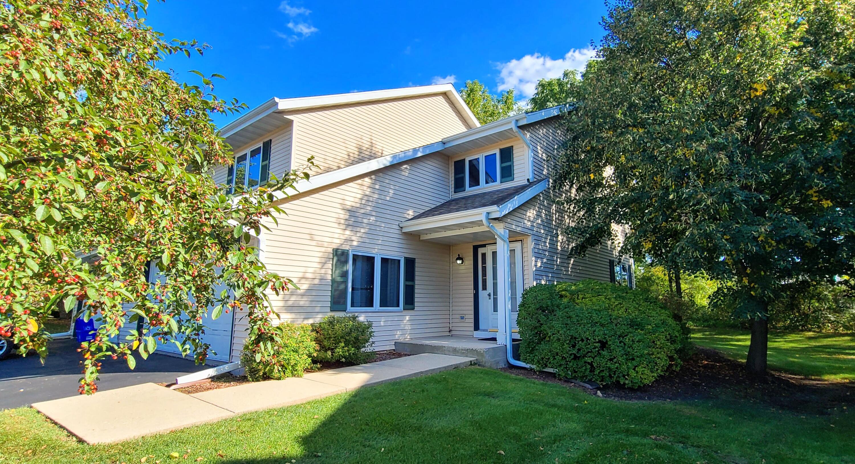 1049 Fleetfoot Dr, Waukesha, Wisconsin 53186, 3 Bedrooms Bedrooms, 7 Rooms Rooms,2 BathroomsBathrooms,Condominiums,For Sale,Fleetfoot Dr,1,1767711