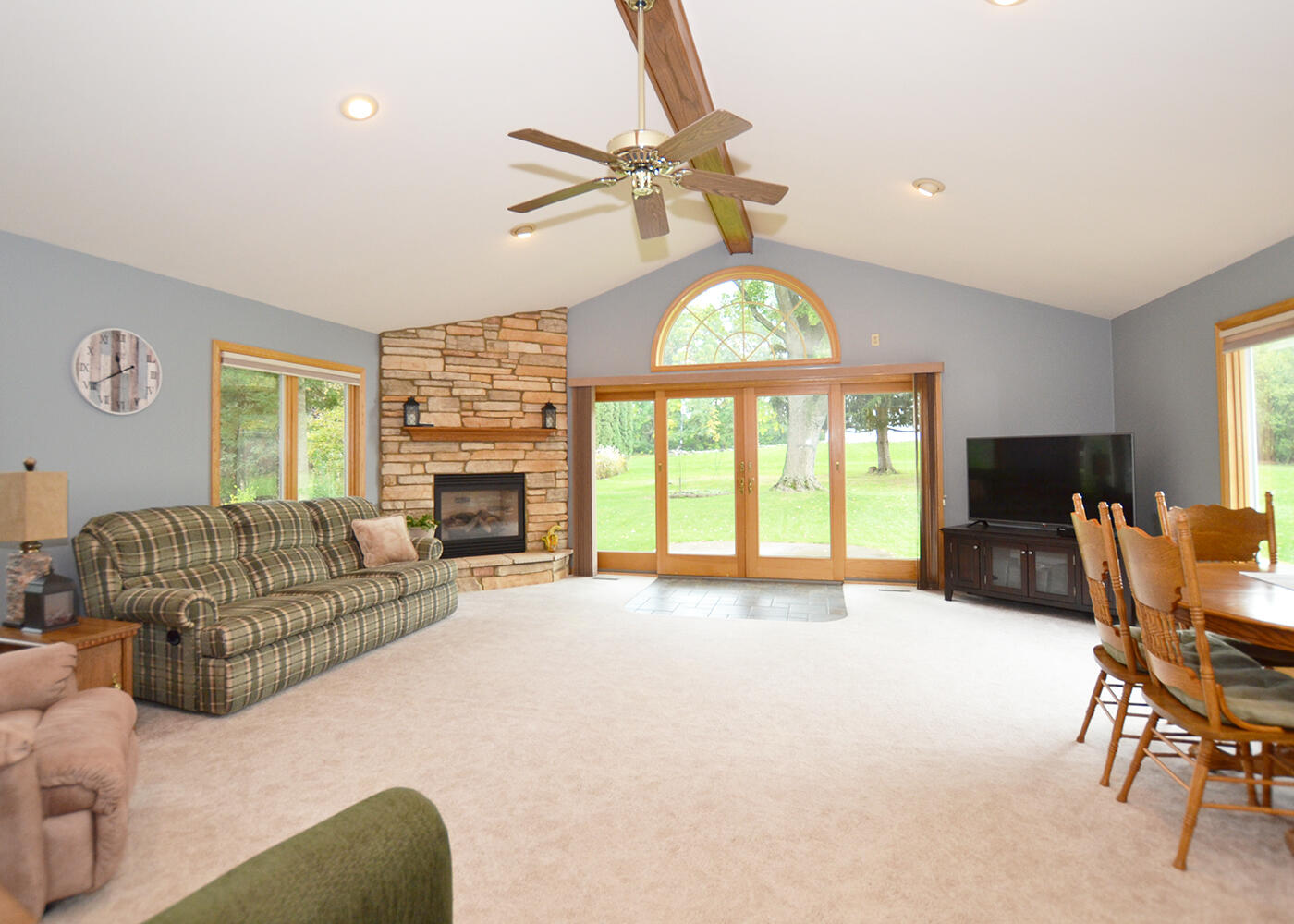 1018 Sunset Dr, Delafield, Wisconsin 53018, 3 Bedrooms Bedrooms, 7 Rooms Rooms,1 BathroomBathrooms,Single-Family,For Sale,Sunset Dr,1767654