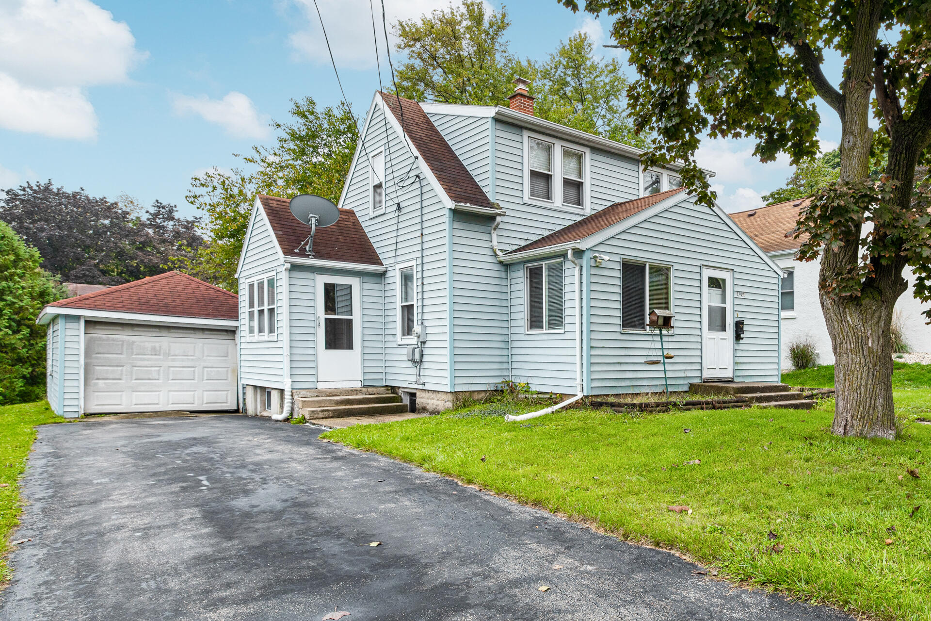1921 Francis St, Waukesha, Wisconsin 53188, 2 Bedrooms Bedrooms, 6 Rooms Rooms,1 BathroomBathrooms,Single-Family,For Sale,Francis St,1767862