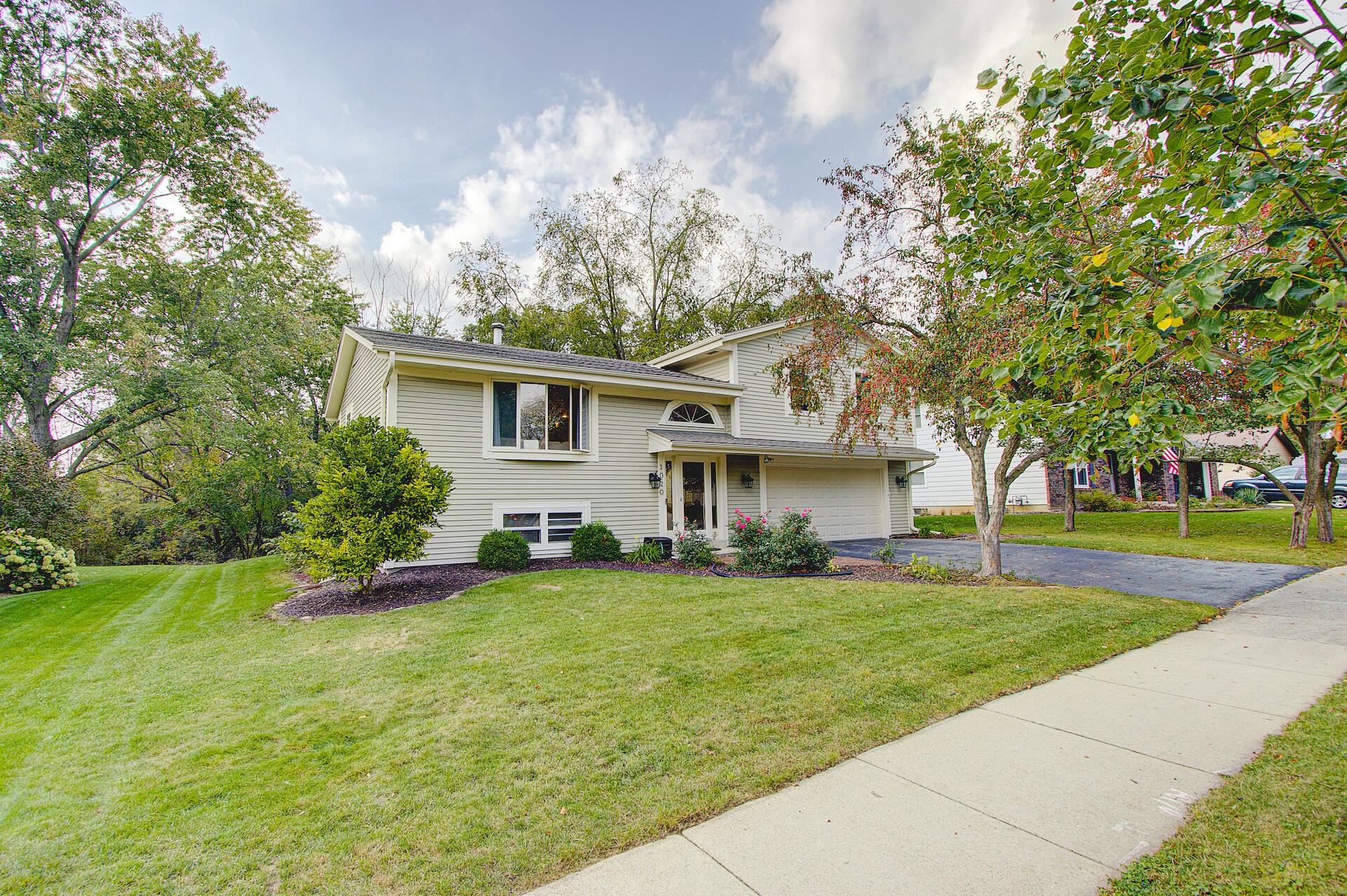 1020 Burrie Ln, Waukesha, Wisconsin 53188, 3 Bedrooms Bedrooms, 7 Rooms Rooms,1 BathroomBathrooms,Single-Family,For Sale,Burrie Ln,1767985
