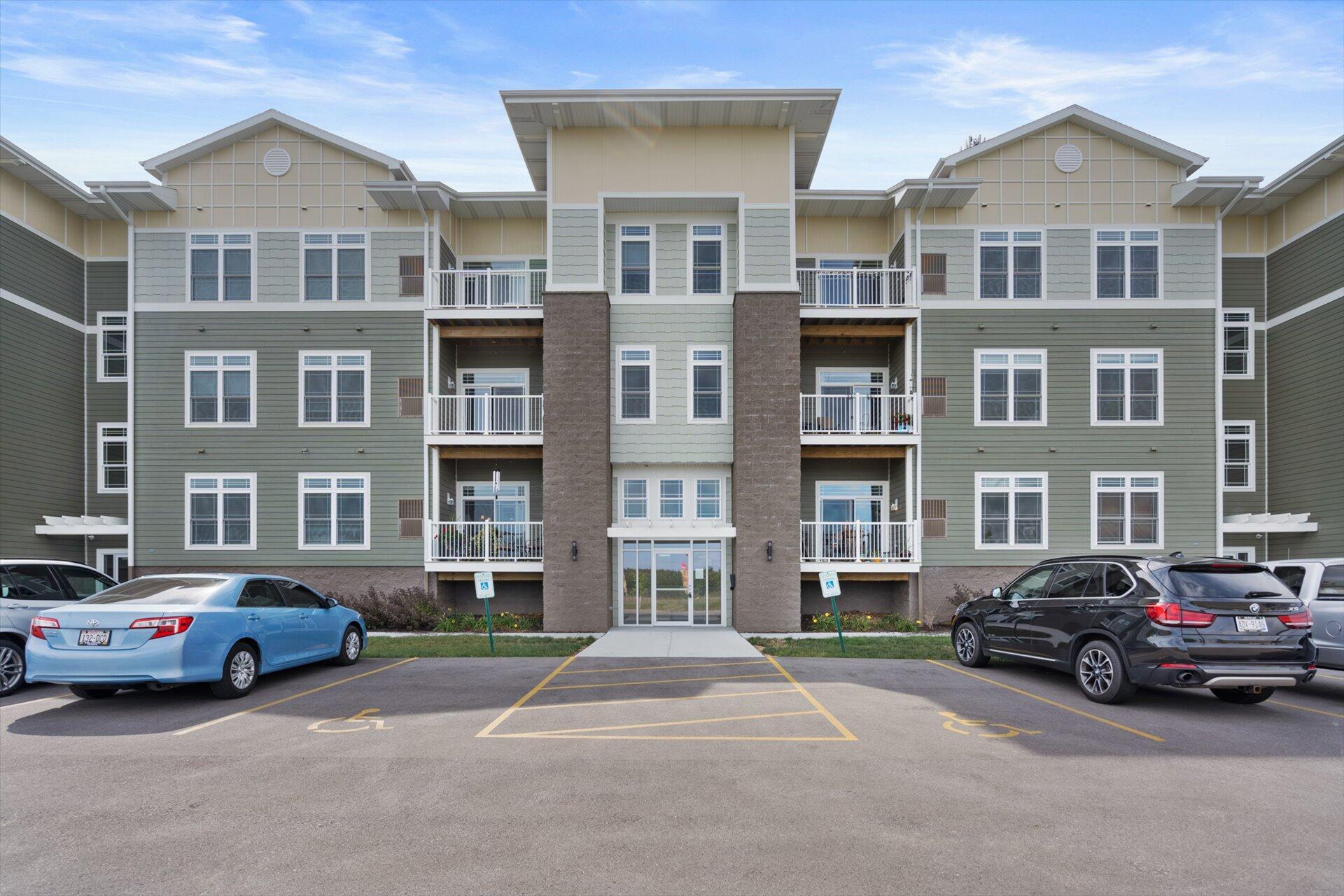 265 Thurow Dr, Oconomowoc, Wisconsin 53066, 2 Bedrooms Bedrooms, 6 Rooms Rooms,2 BathroomsBathrooms,Condominiums,For Sale,Thurow Dr,1,1768120