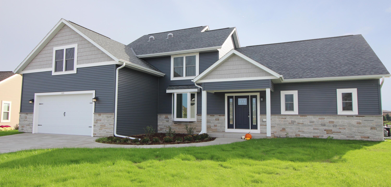 1325 Blazing Star Ct, Oconomowoc, Wisconsin 53066, 3 Bedrooms Bedrooms, 10 Rooms Rooms,2 BathroomsBathrooms,Single-Family,For Sale,Blazing Star Ct,1765986
