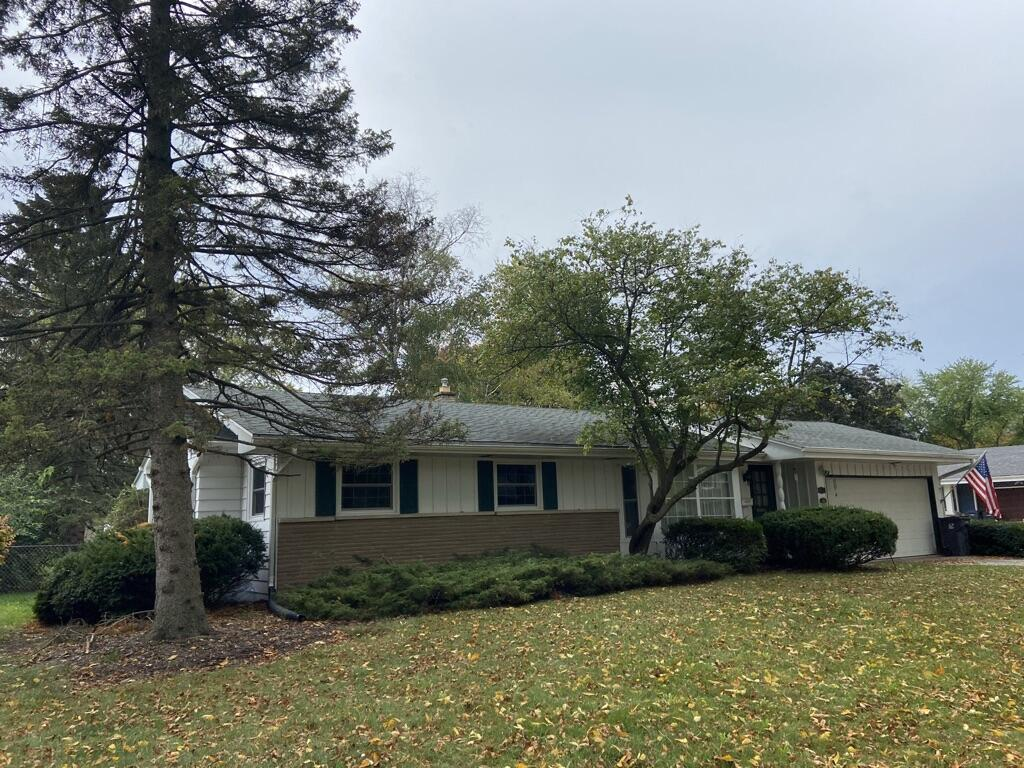 1029 Roberta Ave, Waukesha, Wisconsin 53186, 3 Bedrooms Bedrooms, 6 Rooms Rooms,1 BathroomBathrooms,Single-Family,For Sale,Roberta Ave,1767752