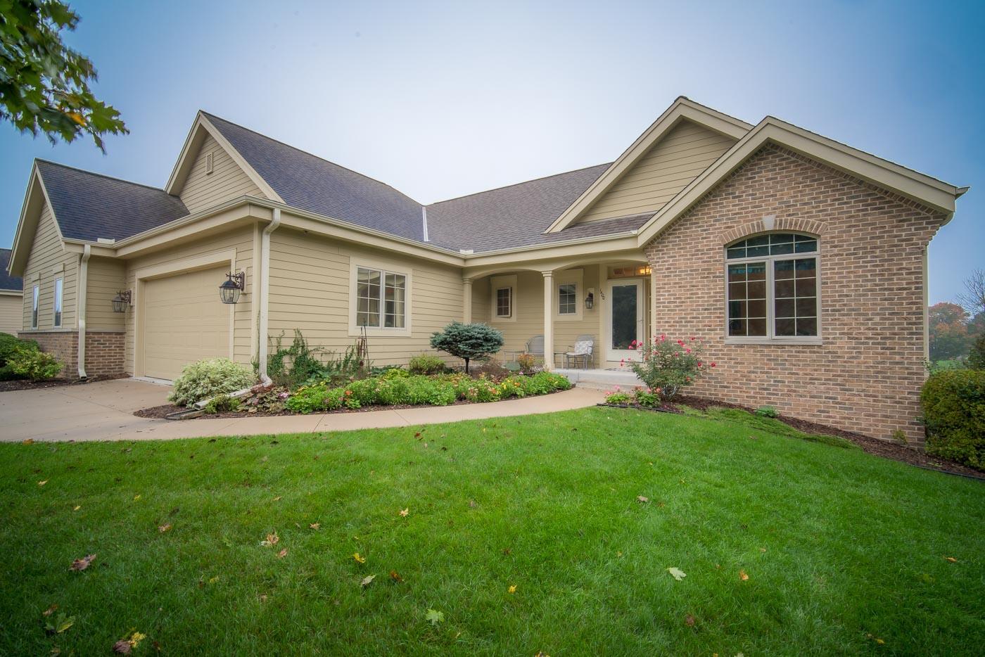 1400 Hidden Waters Cir, West Bend, Wisconsin 53095, 2 Bedrooms Bedrooms, ,2 BathroomsBathrooms,Condominiums,For Sale,Hidden Waters Cir,1,1767918