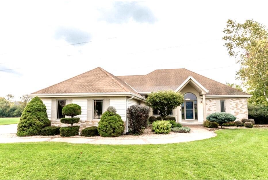 W233S4456 Burtsway Dr, Waukesha, Wisconsin 53189, 3 Bedrooms Bedrooms, 8 Rooms Rooms,2 BathroomsBathrooms,Single-Family,For Sale,Burtsway Dr,1767797