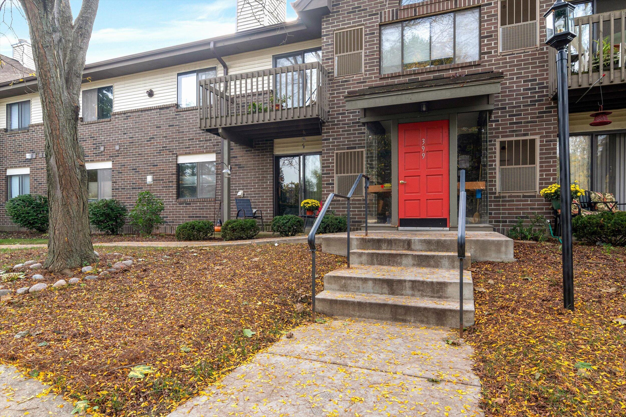 399 Main St, Thiensville, Wisconsin 53092, 2 Bedrooms Bedrooms, 6 Rooms Rooms,2 BathroomsBathrooms,Condominiums,For Sale,Main St,2,1767916