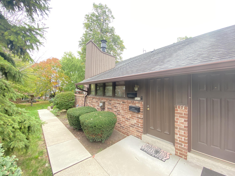 5202 Woodbridge Ln, Greenfield, Wisconsin 53221, 2 Bedrooms Bedrooms, 6 Rooms Rooms,2 BathroomsBathrooms,Condominiums,For Sale,Woodbridge Ln,1,1768037