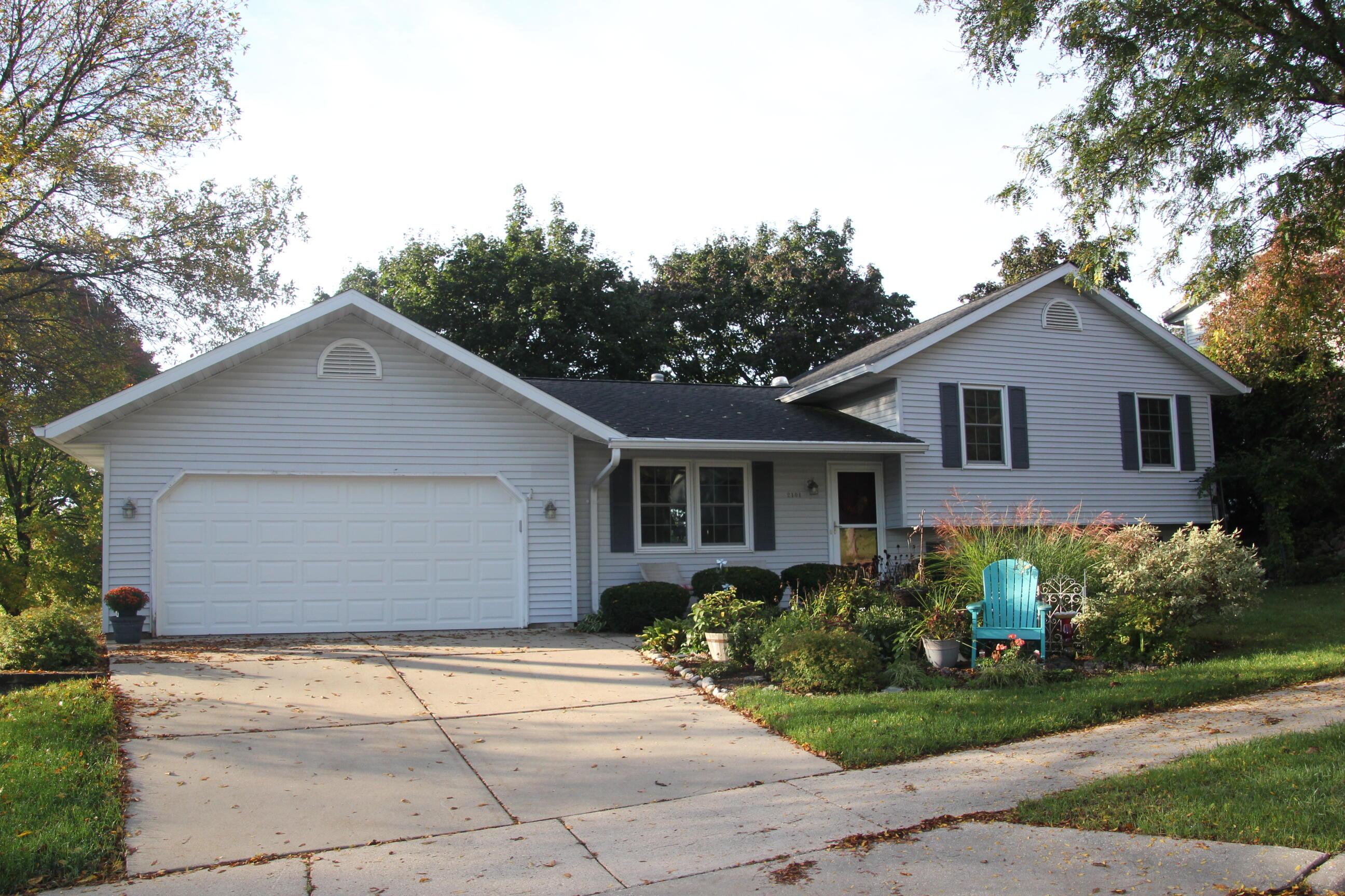 2101 Park View Ct, Waukesha, Wisconsin 53188, 3 Bedrooms Bedrooms, 7 Rooms Rooms,2 BathroomsBathrooms,Single-Family,For Sale,Park View Ct,1767977