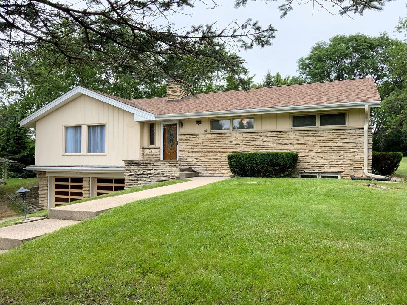 16960 Beverly Dr, Brookfield, Wisconsin 53005, 3 Bedrooms Bedrooms, ,1 BathroomBathrooms,Single-Family,For Sale,Beverly Dr,1768007