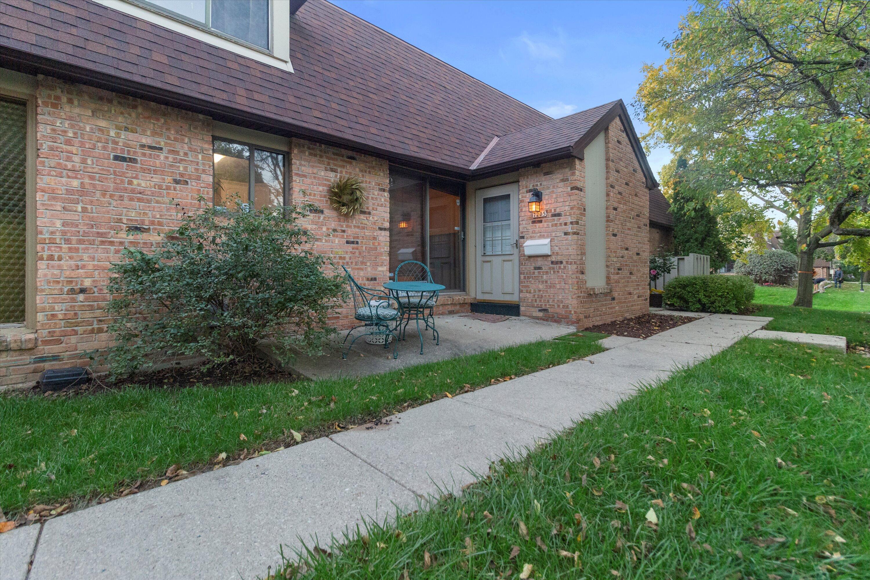 7205 Wabash Ave, Milwaukee, Wisconsin 53223, 2 Bedrooms Bedrooms, 7 Rooms Rooms,1 BathroomBathrooms,Condominiums,For Sale,Wabash Ave,1,1767903