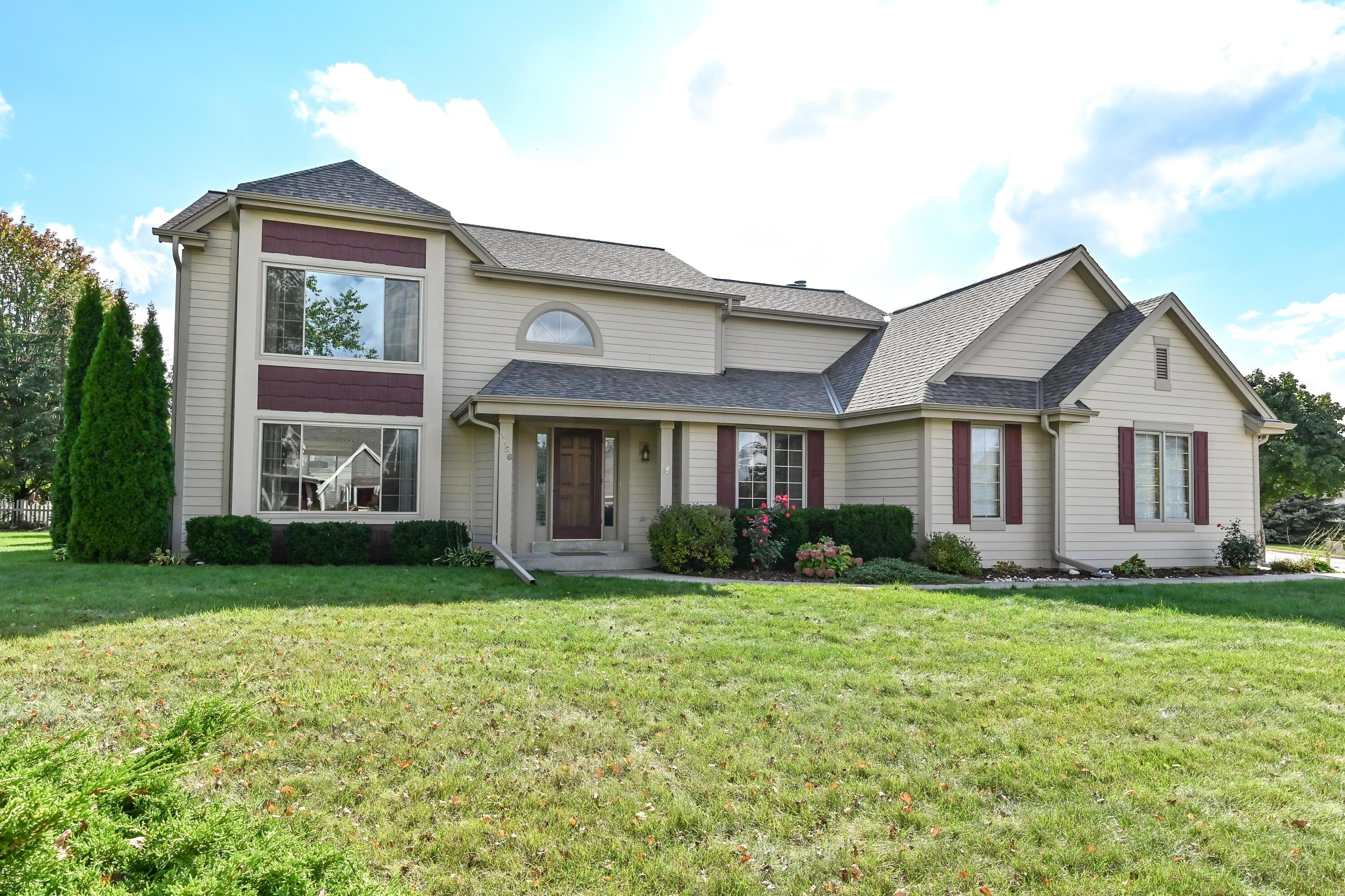 1156 Hillwood Blvd, Pewaukee, Wisconsin 53072, 5 Bedrooms Bedrooms, 12 Rooms Rooms,3 BathroomsBathrooms,Single-Family,For Sale,Hillwood Blvd,1768086