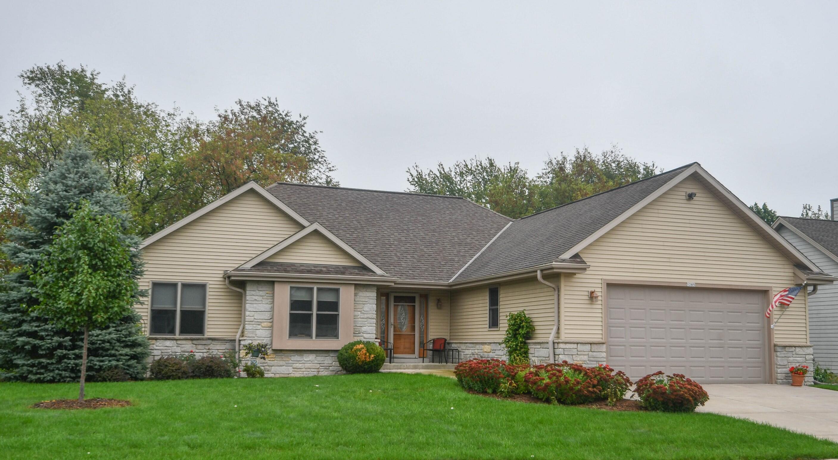 1285 Niagara Rd, Oconomowoc, Wisconsin 53066, 3 Bedrooms Bedrooms, 7 Rooms Rooms,2 BathroomsBathrooms,Single-Family,For Sale,Niagara Rd,1768080