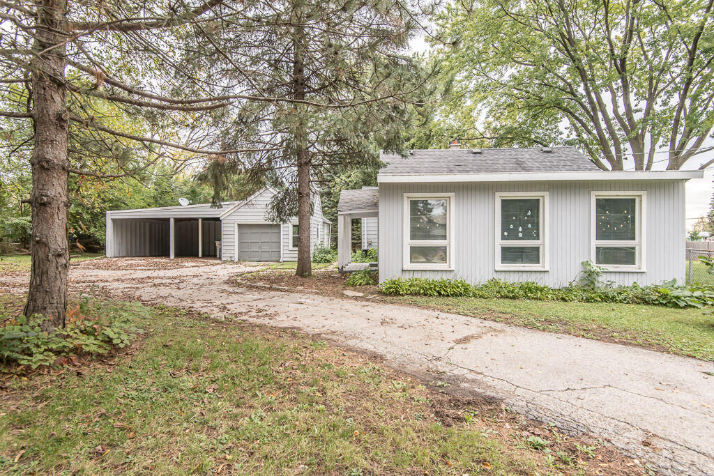 5844 Lovers Lane Rd, Milwaukee, Wisconsin 53225, 3 Bedrooms Bedrooms, 6 Rooms Rooms,1 BathroomBathrooms,Single-Family,For Sale,Lovers Lane Rd,1768238