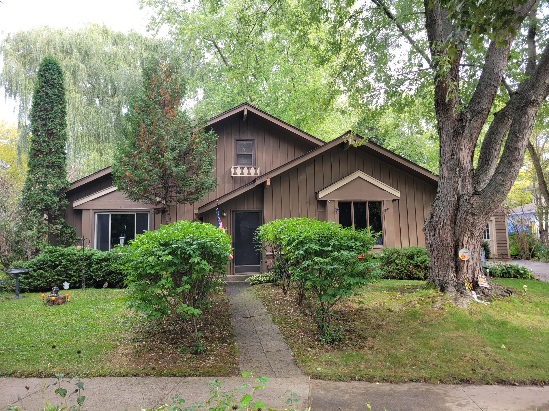 817 Minaka Drive, Waukesha, Wisconsin 53188, 4 Bedrooms Bedrooms, ,1 BathroomBathrooms,Single-Family,For Sale,Minaka Drive,1768226