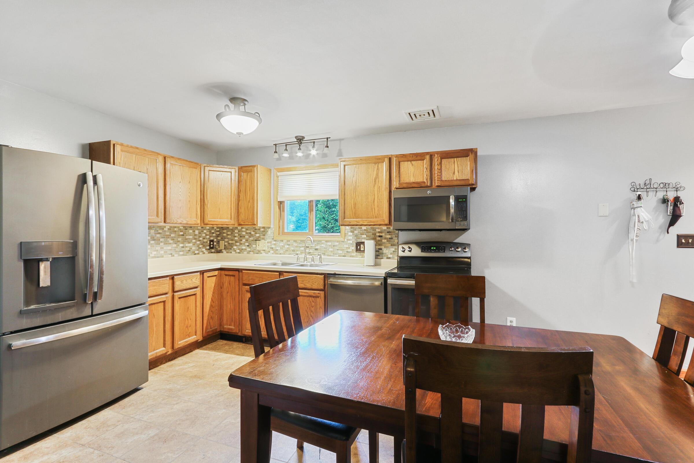 420 Amparo St, Elkhorn, Wisconsin 53121, 3 Bedrooms Bedrooms, ,2 BathroomsBathrooms,Single-Family,For Sale,Amparo St,1768283