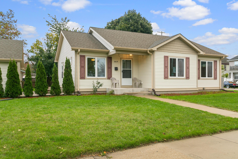 1019 De Koven Ave, Racine, Wisconsin 53403, 3 Bedrooms Bedrooms, 6 Rooms Rooms,2 BathroomsBathrooms,Single-Family,For Sale,De Koven Ave,1768267