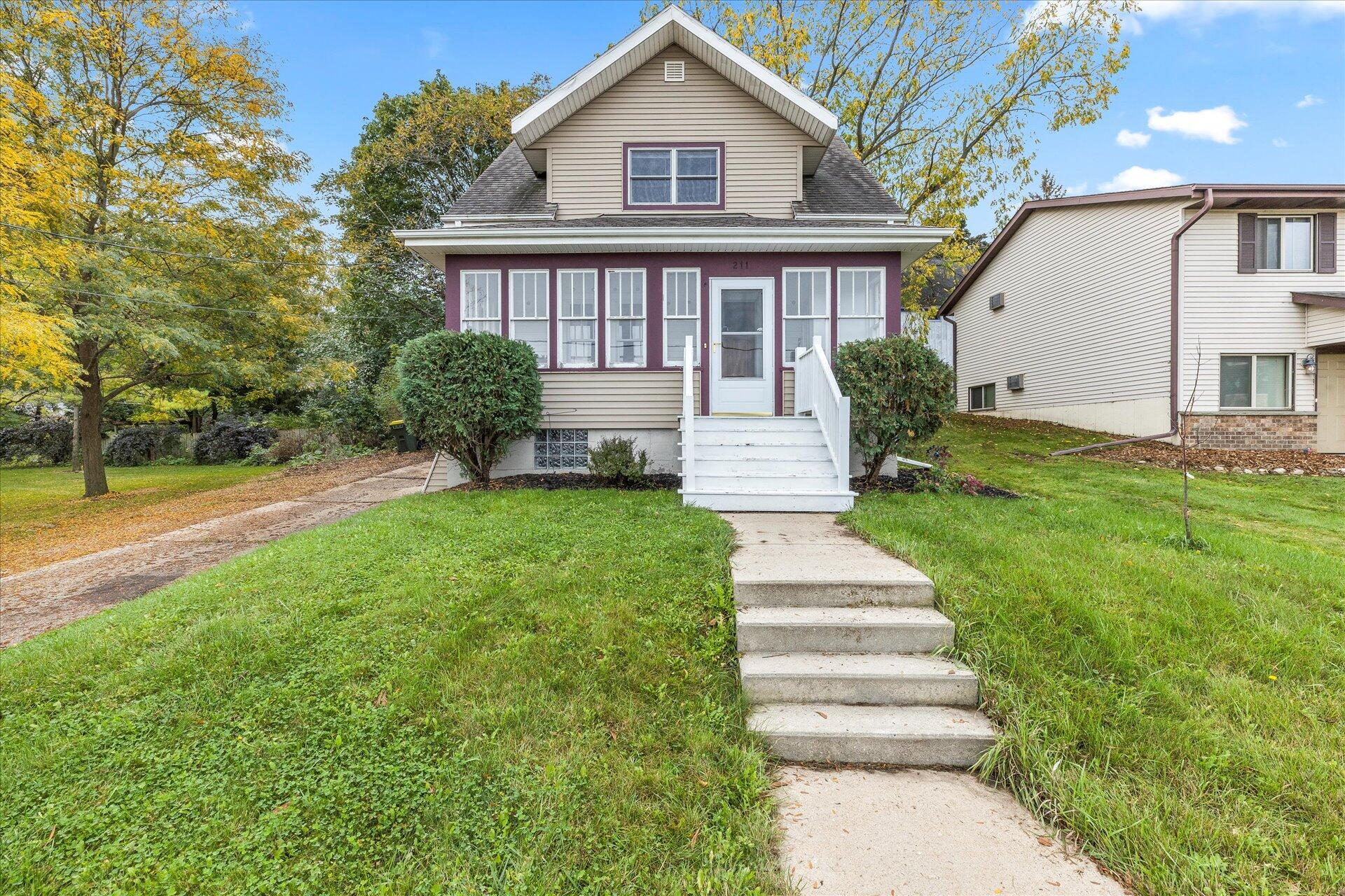 211 Park Ave, Hartford, Wisconsin 53027, 2 Bedrooms Bedrooms, ,1 BathroomBathrooms,Single-Family,For Sale,Park Ave,1768272