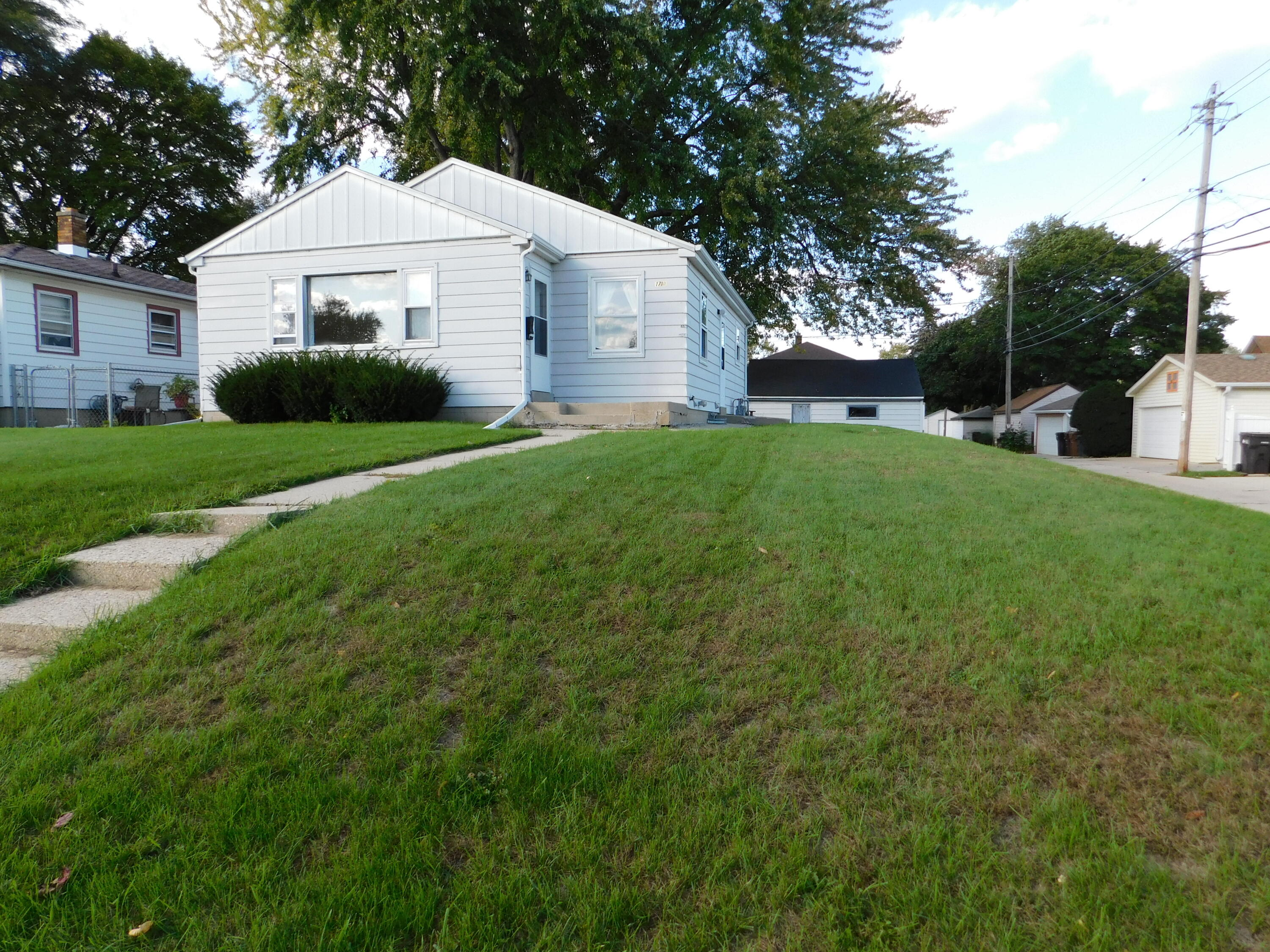 1710 Maple St, South Milwaukee, Wisconsin 53172, 3 Bedrooms Bedrooms, 5 Rooms Rooms,2 BathroomsBathrooms,Single-Family,For Sale,Maple St,1768279