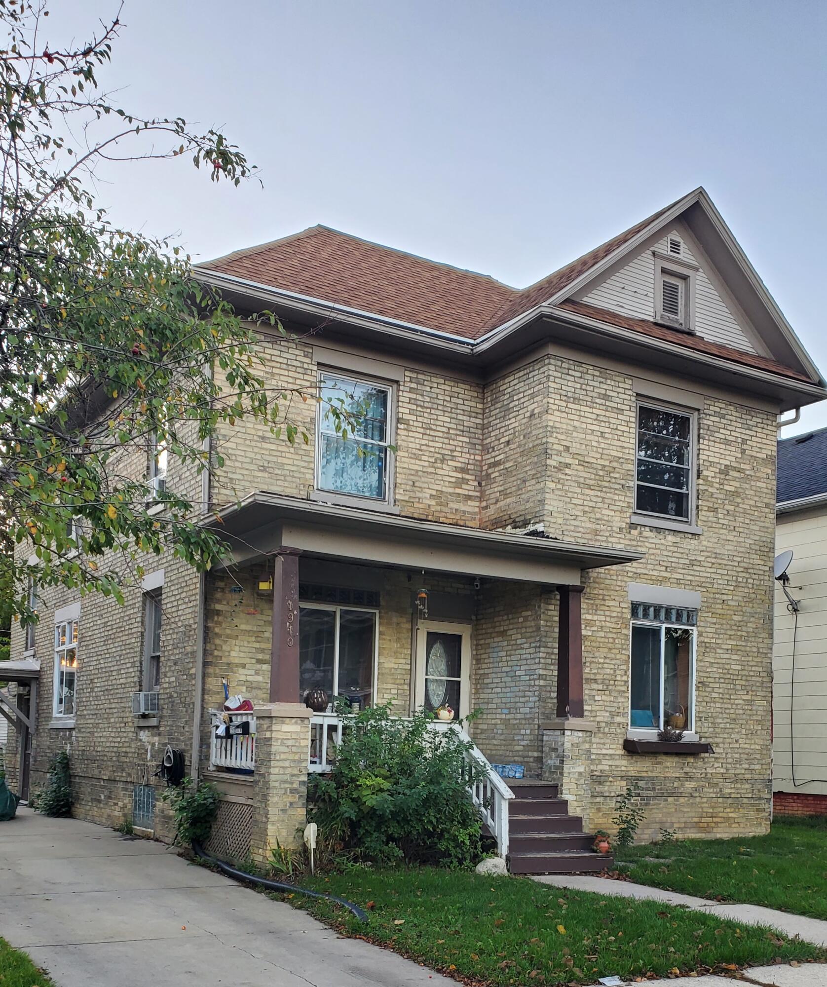 1910 La Salle, Racine, Wisconsin 53402, 3 Bedrooms Bedrooms, 5 Rooms Rooms,1 BathroomBathrooms,Two-Family,For Sale,La Salle,1,1768290