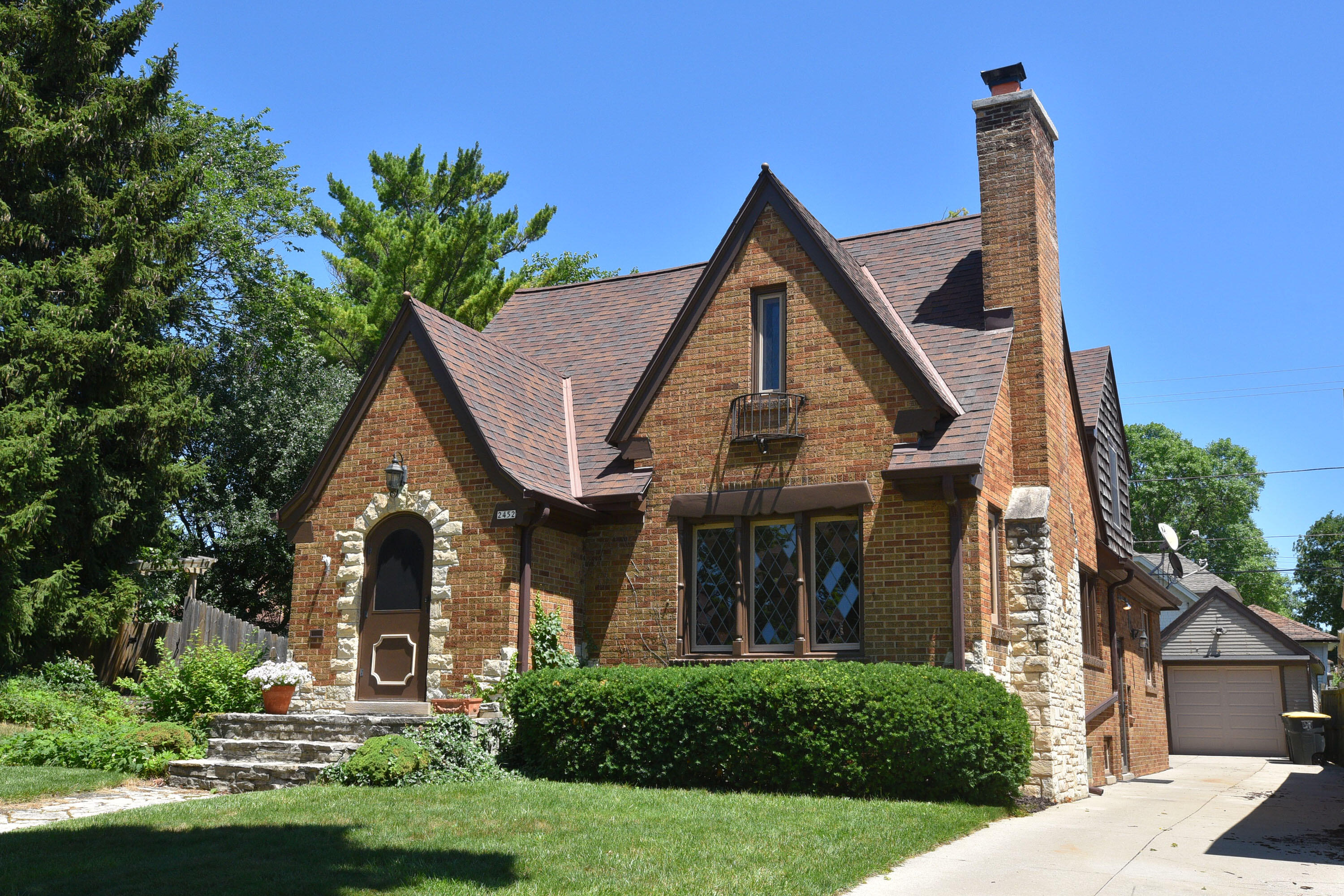 2452 62nd St, Wauwatosa, Wisconsin 53213, 4 Bedrooms Bedrooms, 10 Rooms Rooms,2 BathroomsBathrooms,Single-Family,For Sale,62nd St,1768292