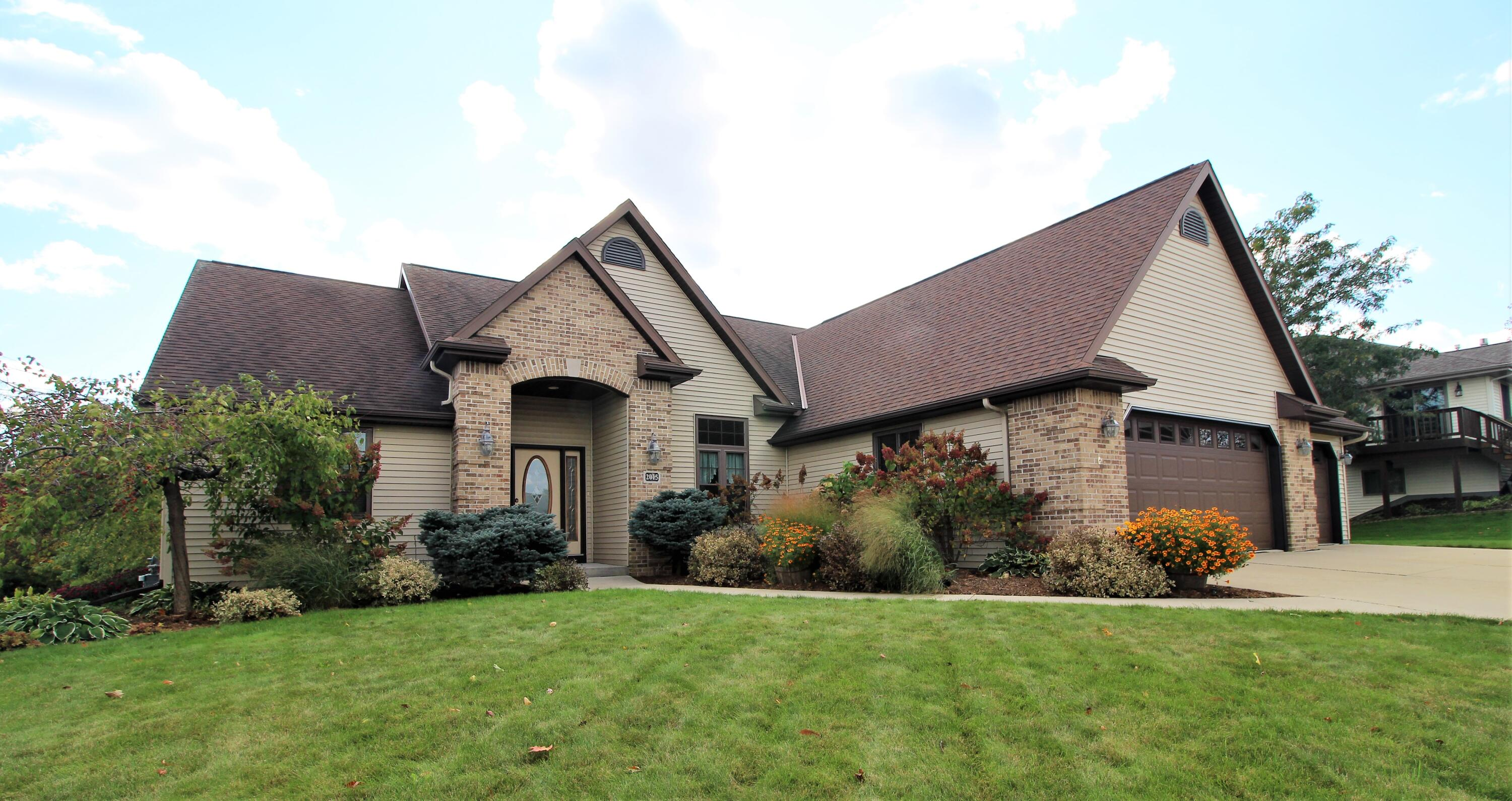 2015 Douglas Dr, Plymouth, Wisconsin 53073, 3 Bedrooms Bedrooms, 8 Rooms Rooms,2 BathroomsBathrooms,Single-Family,For Sale,Douglas Dr,1768295