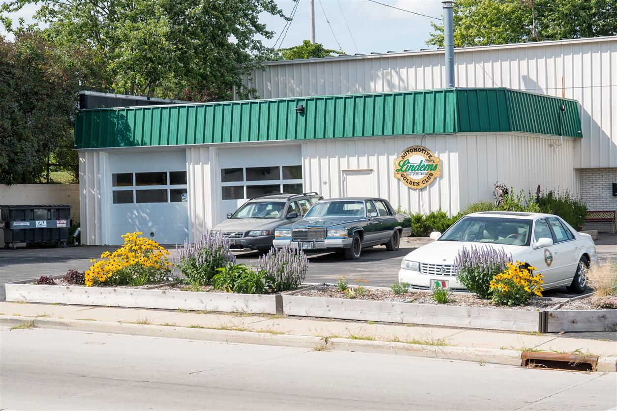 Photo of 702 W Grand Ave, Port Washington, WI 53074