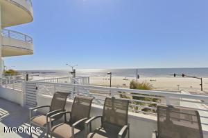 2060 Beach Blvd, 102