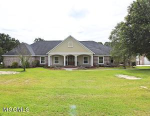 10100 Country Oak Cir, Lucedale, MS 39452