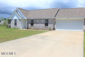 2401 Paula Cir, Ocean Springs, MS 39564