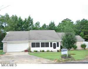 10676 N Oakcrest Dr, Biloxi, MS 39532