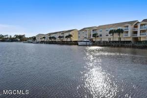 2421 Beachview Dr, 11g