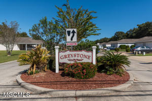 911 Greystone Dr, 1b