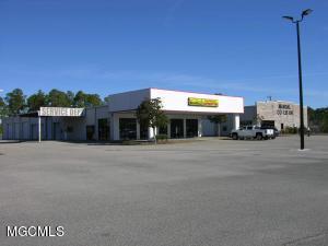 3517 Bienville Blvd, Ocean Springs, MS 39564